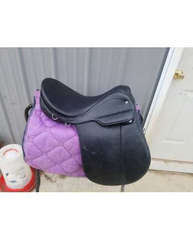 It's a courbette obrist saddle. 16.5 like new condition