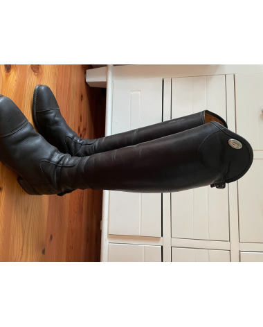 Great pair of Deniro Tall boots in excellent condition
