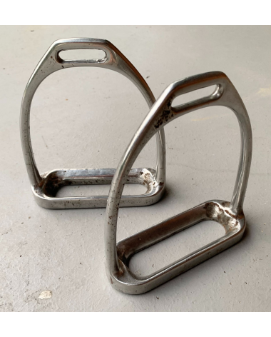 """**GREAT CONDITION ** - 4.5"""" Adult English Stirrup Irons"""