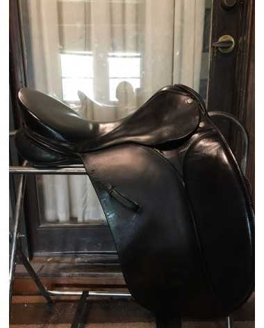 Ainsley dressage saddle- made in England-17.5 inch seat