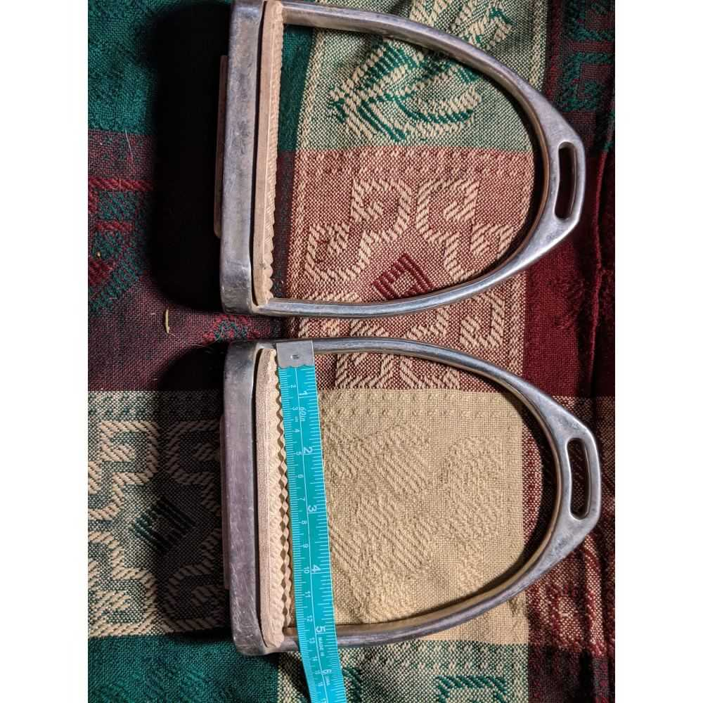 """5""""stainless fillis stirrups with pads."""
