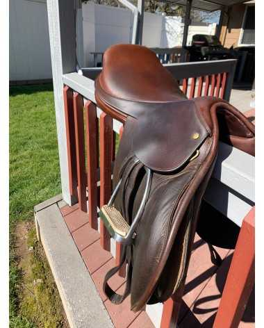 Jumping saddle- narrow tree- 17.5 in seat