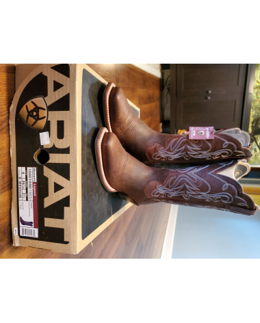 New in Box size 6 brown Ariat Western Boots