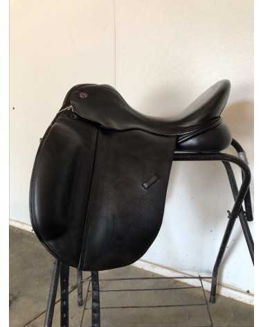 "Trilogy Amadeo Elite Dressage Saddle. Black 18"" Extra-wide tree."