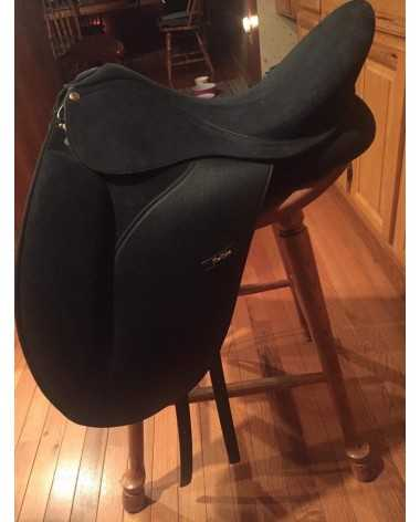 Flex rider dressage saddle