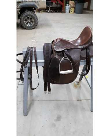 Hunter jumper international saddle