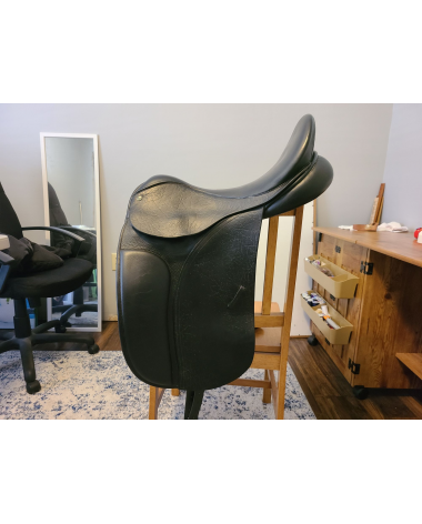 "County Connection Dressage Saddle - 18"" seat - 4.5"" dot.to dot"