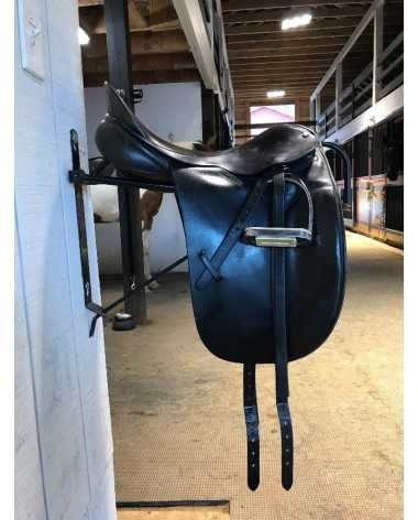 17.5 County Competitor Dressage Saddle