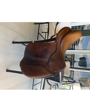 """Bates 16.5"""" (42cm) Close Contact Hunter Jumper Saddle with Extended Flaps"""